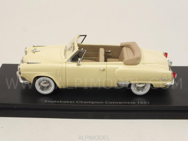 Studebaker Champion 2-door Convertible 1951  (Light Yellow) - best-of-show