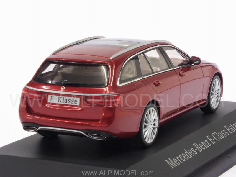 Kyosho B66960382 Mercedes E Class T Model 2016 Designo Hyacinth Red