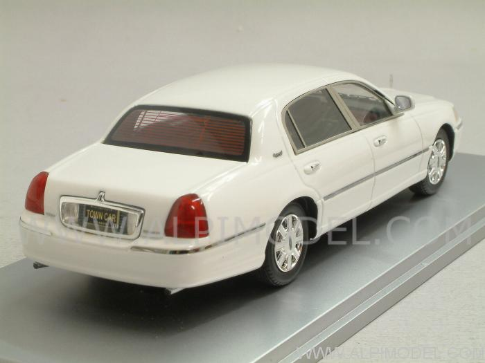 Lincoln Town Car 2011 (Vibrant White) - luxury