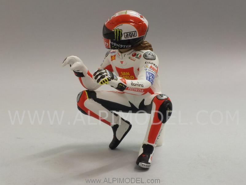 minichamps Marco Simoncelli figure 'hanging off' MotoGP 2011 (1/12 scale model)