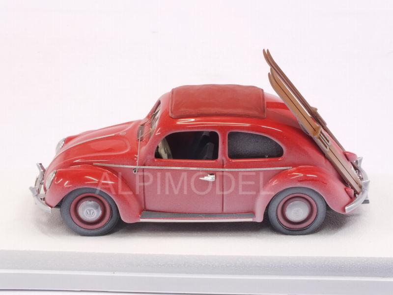 Volkswagen Beetle 1953 (Red) con sci/with skis - rio