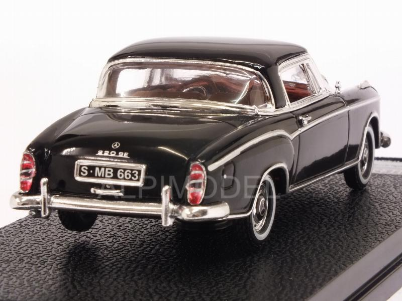 Mercedes 220 SE Coupe (Black) - vitesse