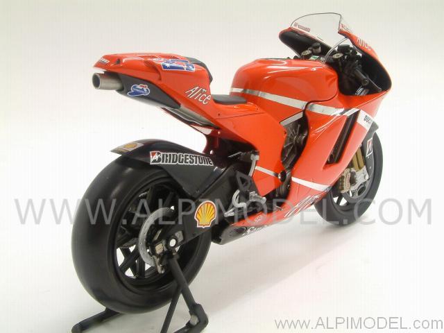 minichamps Ducati Desmosedici GP7 World Champion MotoGP 2007 Casey Stoner (1/12 scale model)