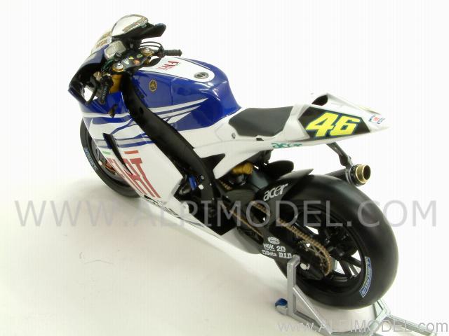 minichamps Yamaha YZR-M1 FIAT Team Valentino Rossi MotoGP 2007 (1/12 scale model)