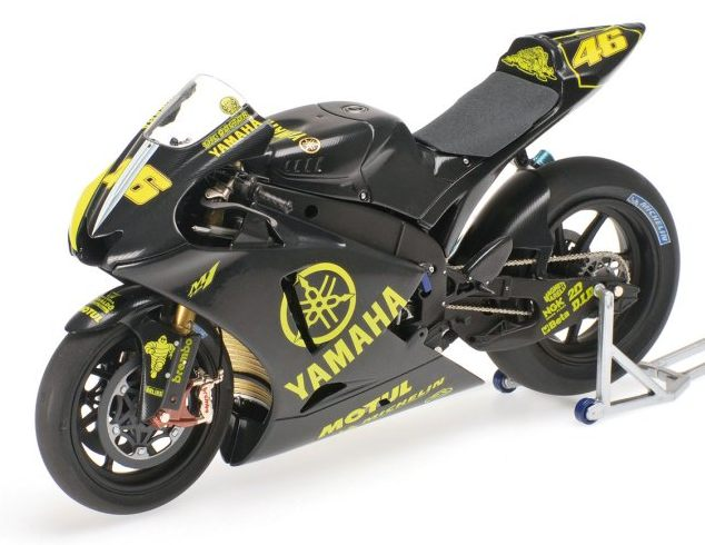 minichamps Yamaha YZR-M1 MotoGP Test Sepang 2007 Valentino Rossi (1/12 scale model)