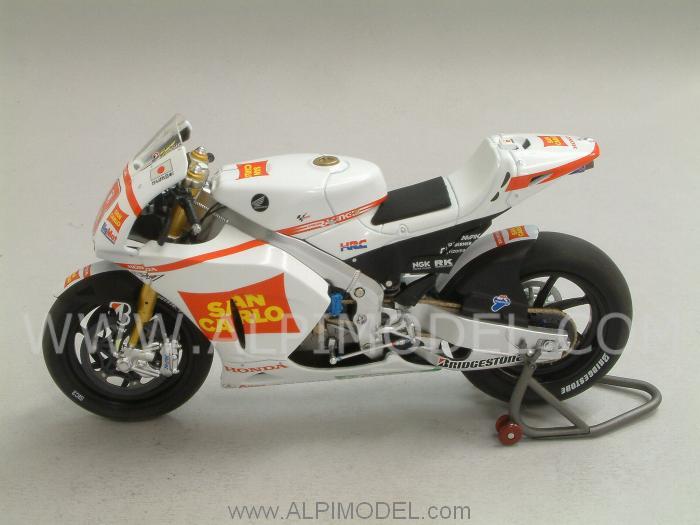 minichamps Honda RC212V Team San Carlo Honda Gresini-MotoGP 2011 Marco Simoncelli (1/12 scale model)