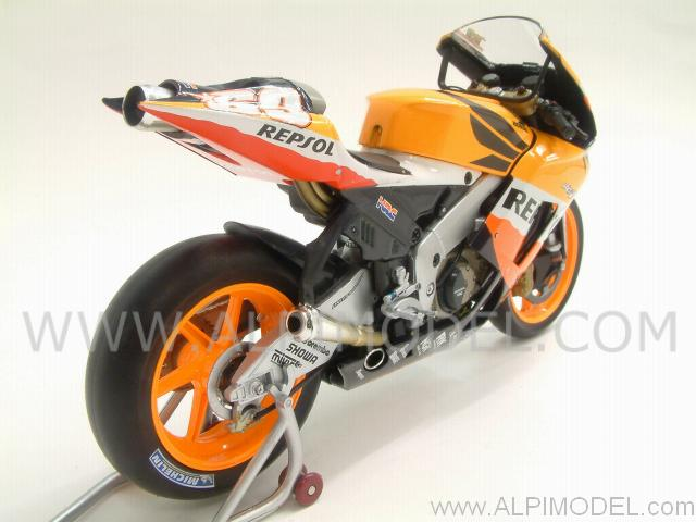 minichamps Honda RC211V World Champion MotoGP 2006 Nicky Hayden - Special Edition 'Silver Box ...