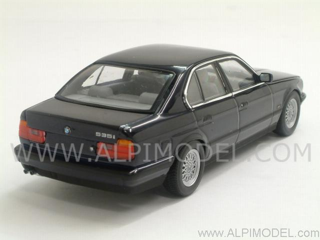 minichamps bmw serie 5 e34 1988 orient blue metallic 1 43 scale model. Black Bedroom Furniture Sets. Home Design Ideas