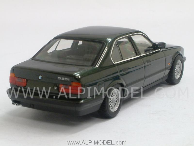 minichamps bmw serie 5 e34 1988 malachite green metallic 1 43 scale model. Black Bedroom Furniture Sets. Home Design Ideas