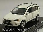 Mitsubishi New Outlander (White Solid) by VITESSE